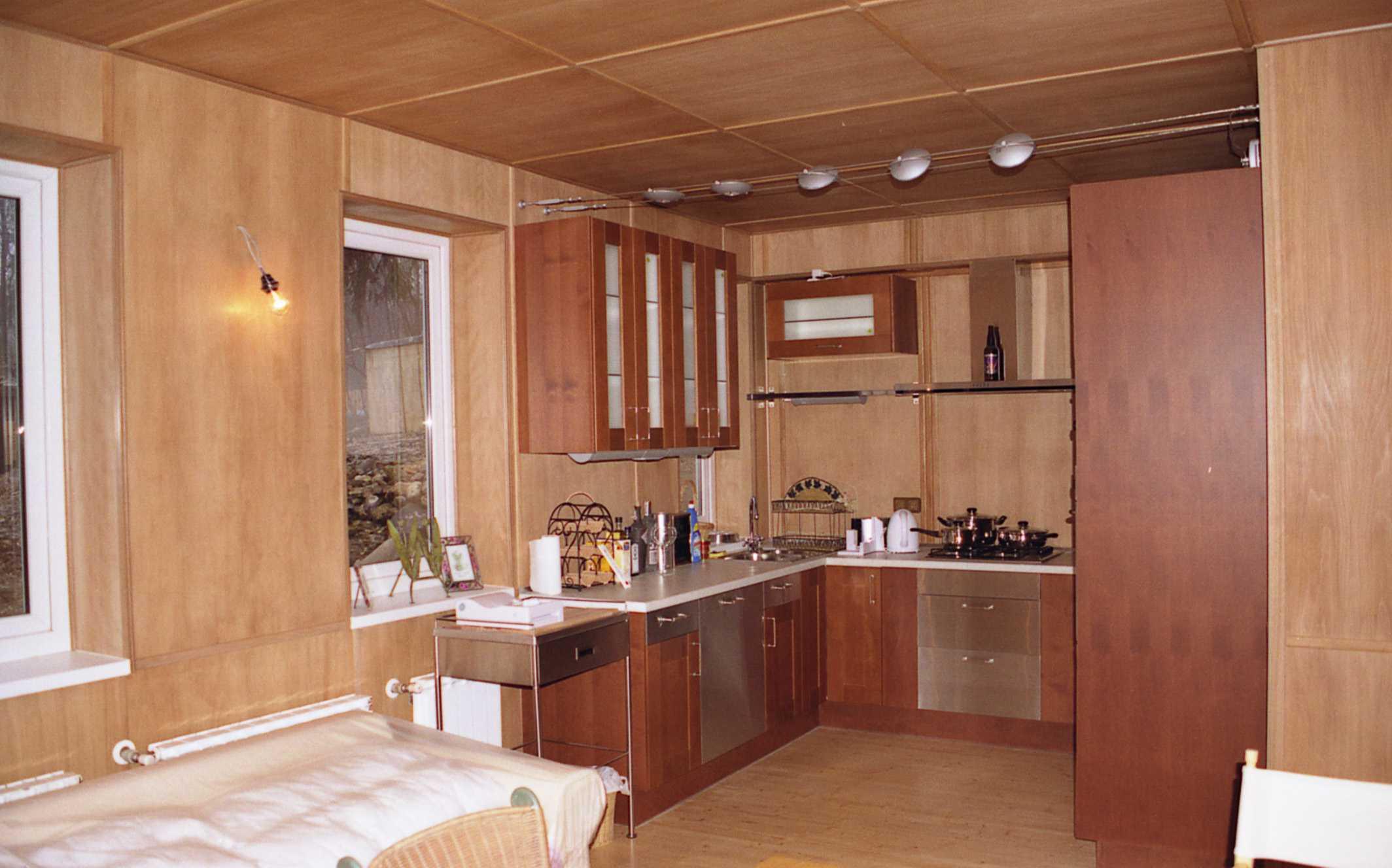 Отделка кухни в частном доме: подходящий дизайн и материалы 76